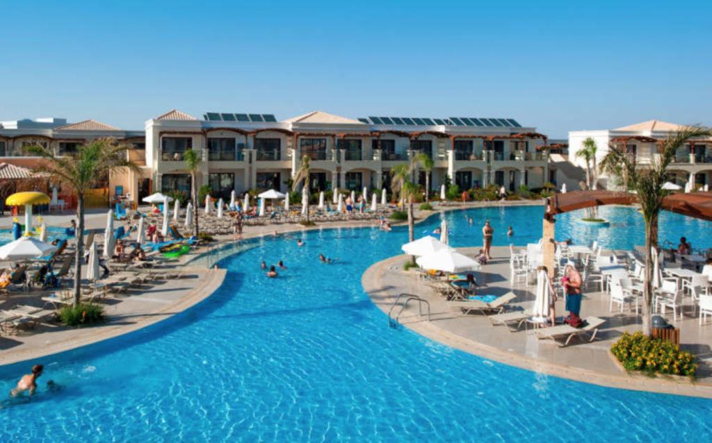 Nå er det drømmepriser til Mythos Beach Resort