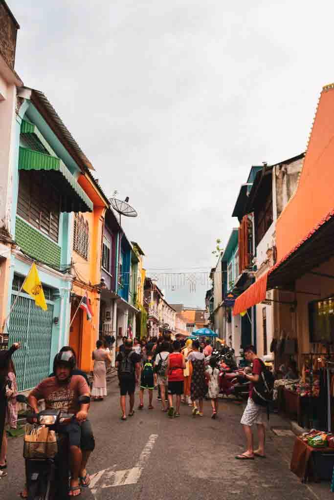 Phuket by - i gamlebyen har du har alt utenfor døren