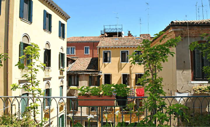Carlton Capri Hotel