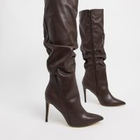 London Rebel pointed knee high boot in chocolate-White