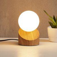 LED-bordlampe Alisa med fot i treimitasjon