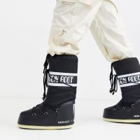 Moon Boot classic snow boots in black