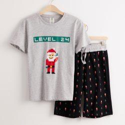 Pyjamassett med julenissetrykk