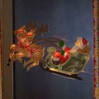 Reinsdyr med julenisse - LED-vindusbilde
