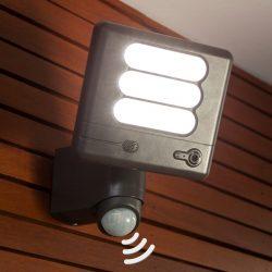 Esa Cam - LED-vegglampe med overvåkingskamera
