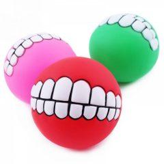 Fargerik ball med tenner