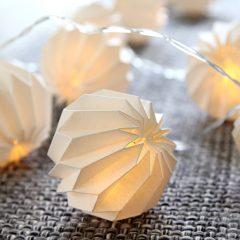 Sart LED-lyskjede Paper Flower hvit