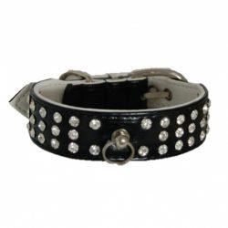 Sort halsbånd med blanke stener og charms-ring