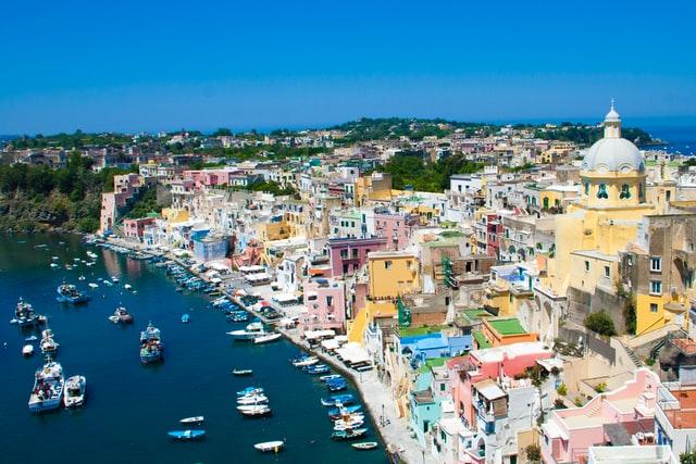De 9 vakreste landsbyene i Italia -  - Utsikt over Corricella