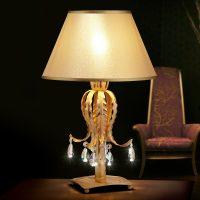 Fabiana - bordlampe med lekkert utseende