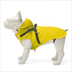 Gult regndekken til hund med sele