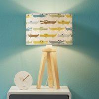 Fargerik bordlampe til barnerommet Kroko med tre